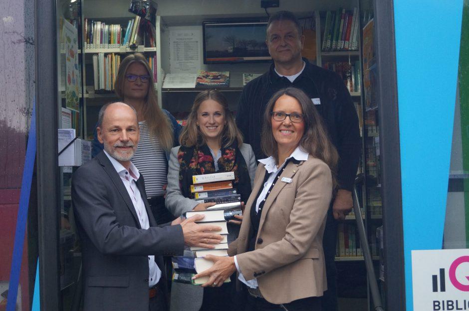 Lesen ist einfach – Weser-Elbe Sparkasse fördert weiterhin den Bücherbus des Landkreises Cuxhaven