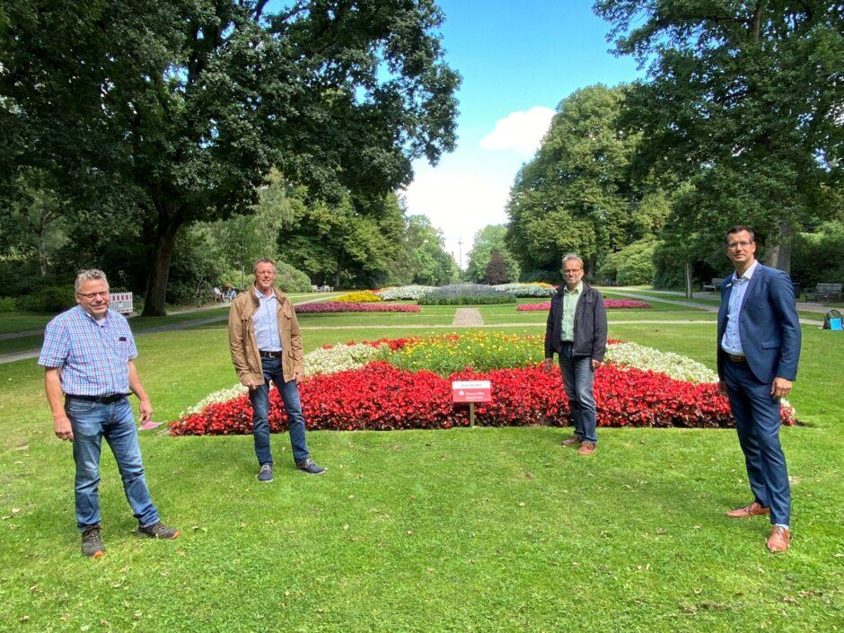 Blumen im Bürgerpark erfreuen Menschen und Insekten