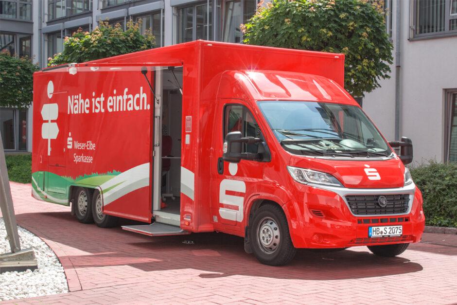 Wartungsarbeiten an der mobilen Geschäftsstelle der Weser-Elbe Sparkasse